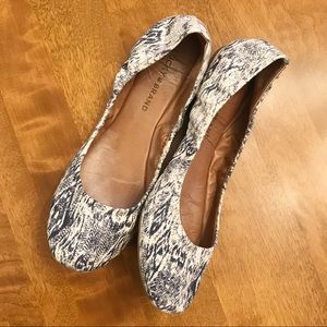 Lucky Brand Navy Blue & White Pattern Flats Size 7